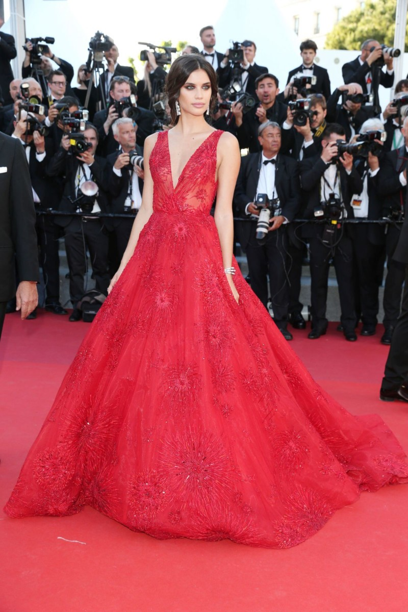 sara-sampaio-at-ismael-s-ghosts-screening-and-opening-gala-at-70th-annual-cannes-film-festival-05-17-2017_1