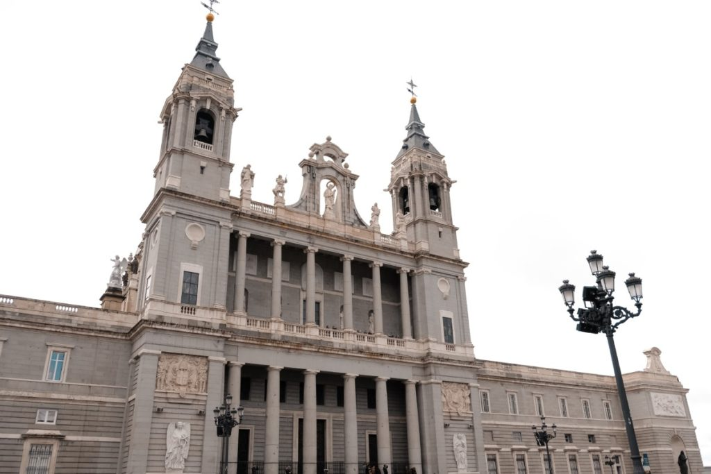 cosa vedere a Madrid in 3 giorni: Catedral de la Almudena